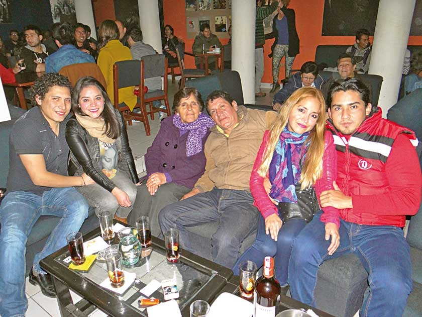 José Acosta, Katty Sandoval, Elizabeth Arcienega, Mario Sandoval, Cinthia Sandoval y Enzo Benavides.