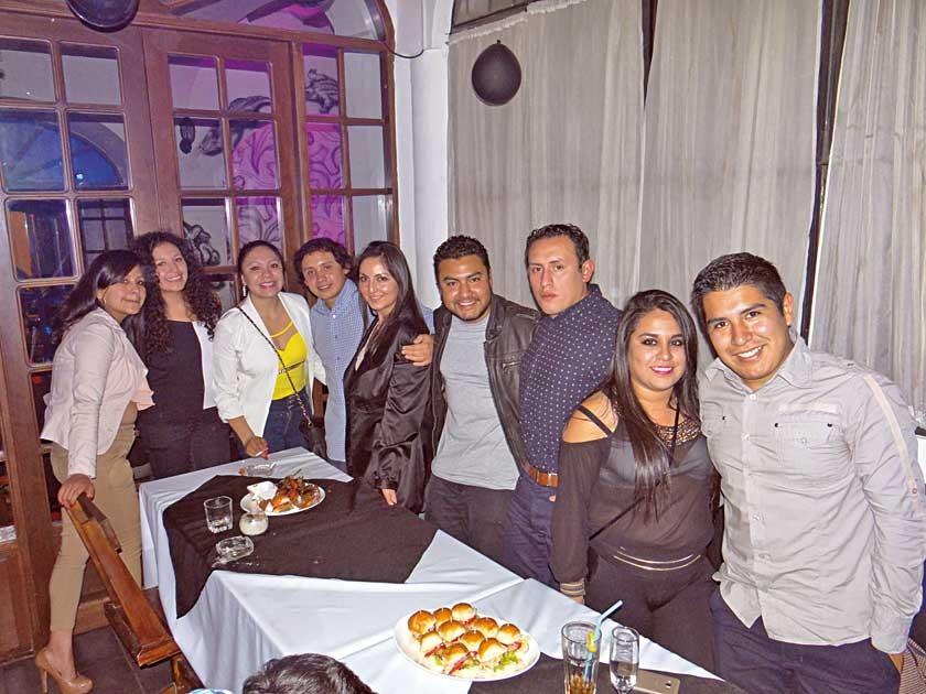 Wiliam Romero, Junto a sus amigos celebrando su titulación.
