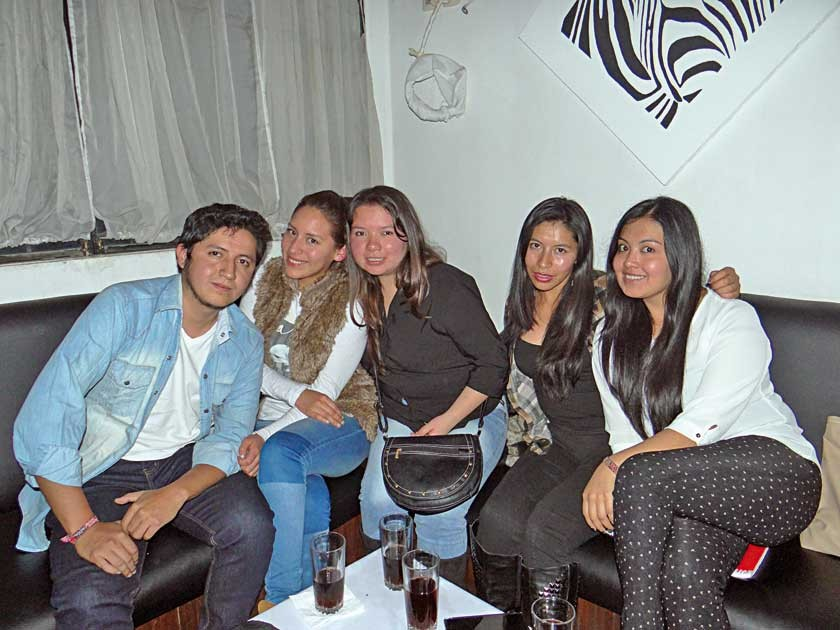 Gustavo Villarroel, Karen Celeste, Claudia Cabrera, Lizbeth Huarachi  y Araceli Farfán.