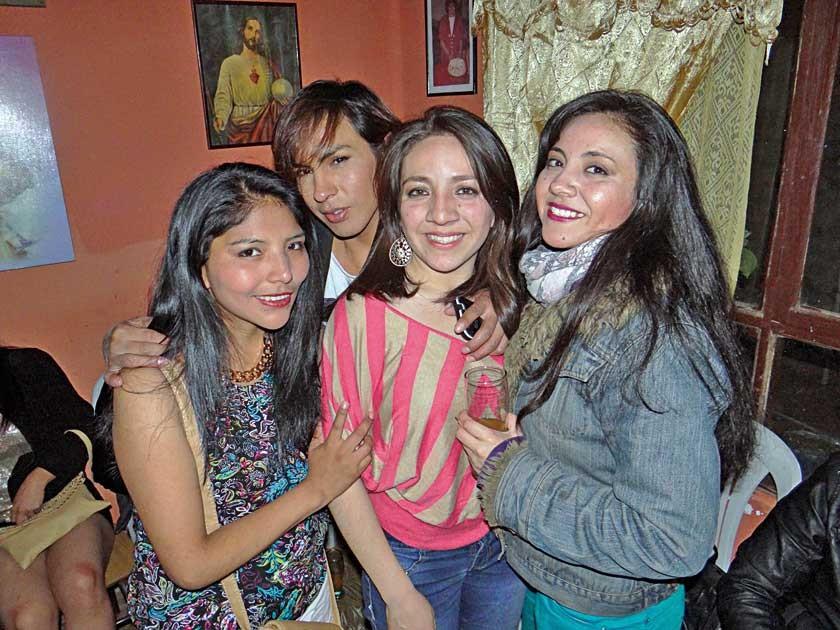 Elizabeth Saavedra, Francis Mejía, Alejandra y Carolina Urioste.
