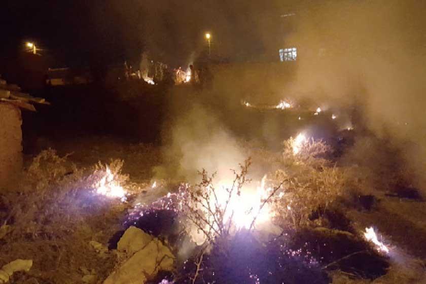 CONTAMINACIÓN. Muchos vecinos, especialmente niños y jóvenes, prendieron fuego a pastizales en lotes vacíos y colinas.
