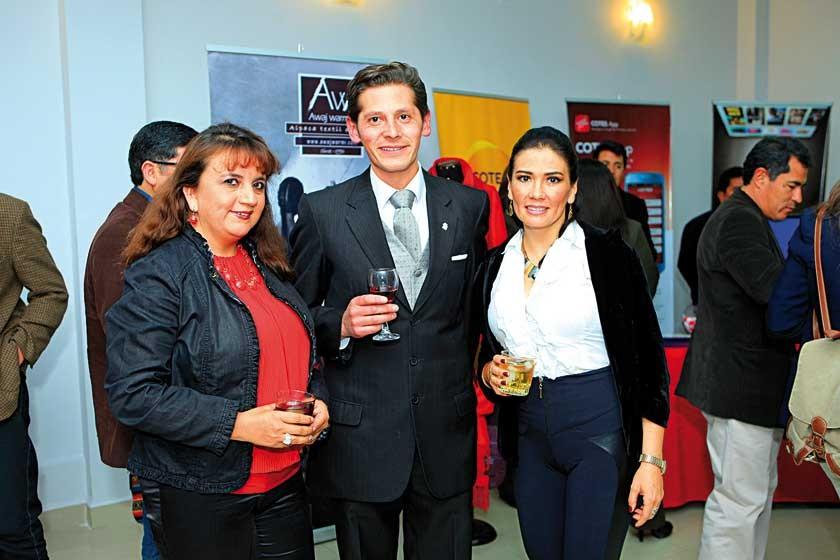 Jimena Valda, Iván Gutiérrez y Aida Loayza.
