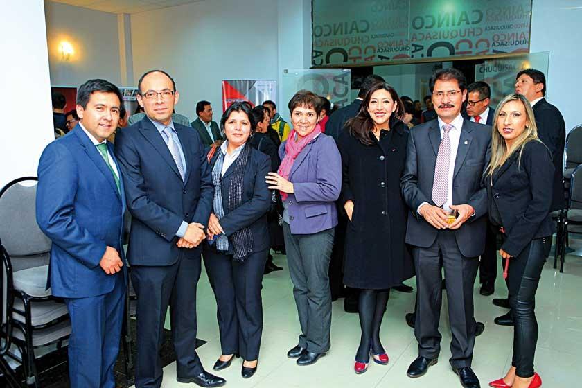 Rodrigo Arroyo, Rubén Roncal, Mónica Mena, Sandra Ríos,  Vivian Rocha, Hernán Vidaurre y Mariana Pereyra.