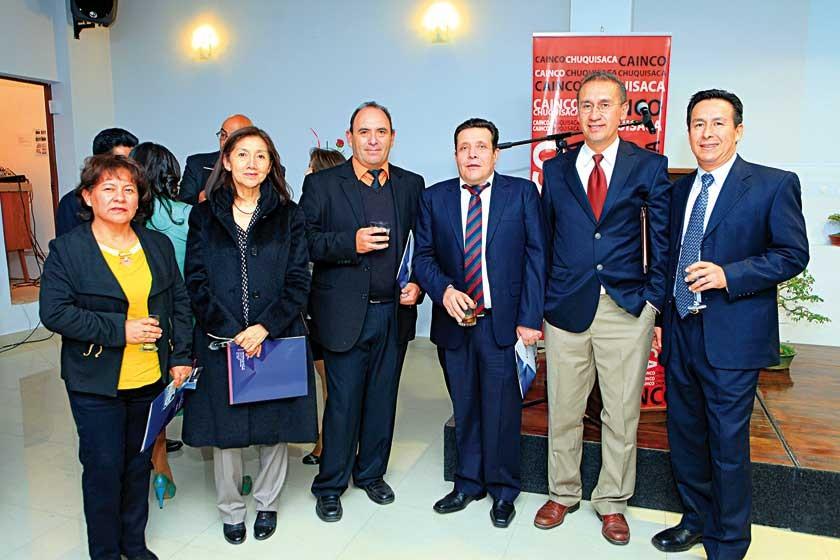 Edith Loayza, Magalith Chavarría, Mirko Ampuero, Roberto Villa, Stephan O'Barrio y Linberg Burela.