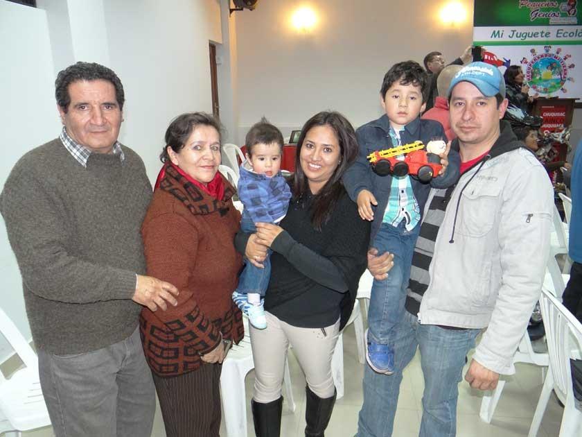 Freddy Mita, Aida Arancibia, Carlitos Mita, Viviana Arandia, Fabricito  y Fabricio Mita.