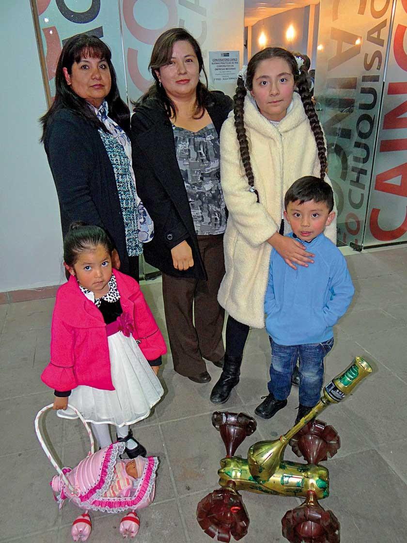 Cecilia Uribe, Claudia Torrez, Hanae Iglesias, Luciana Chávez y Mateo Herrera.