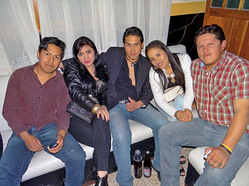 Andres Orosco, Mirta Saigua, Denis Orosco, Daniela Foronda  y Jhonny Orosco.
