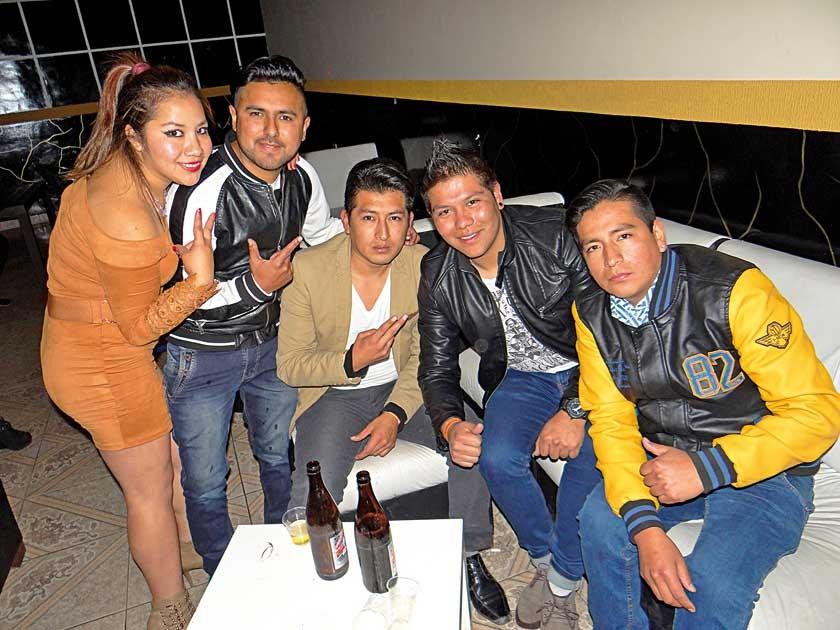 Daniela Valdez, Bairon Pinaya, Cristian Daza, Adolfo Alba  y Reynaldo Pérez.