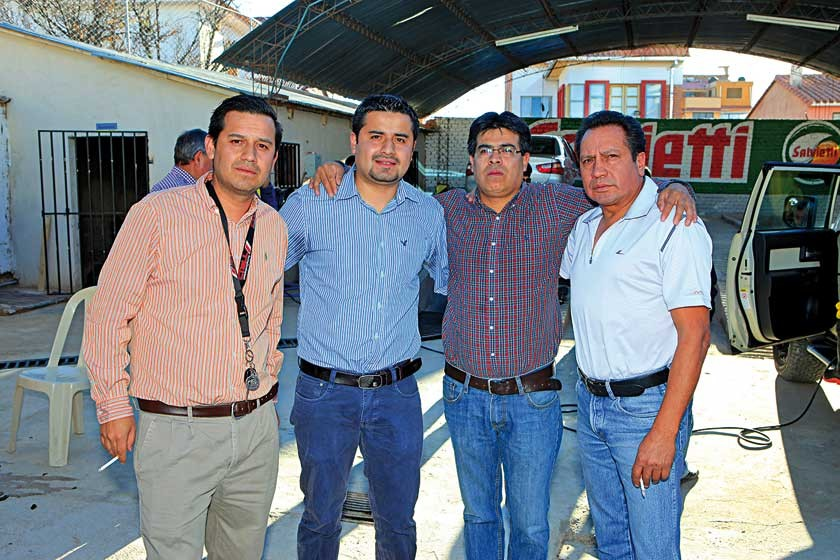 Mauricio, Carlos y Marco Rodríguez con Gonzalo Garvizu.
