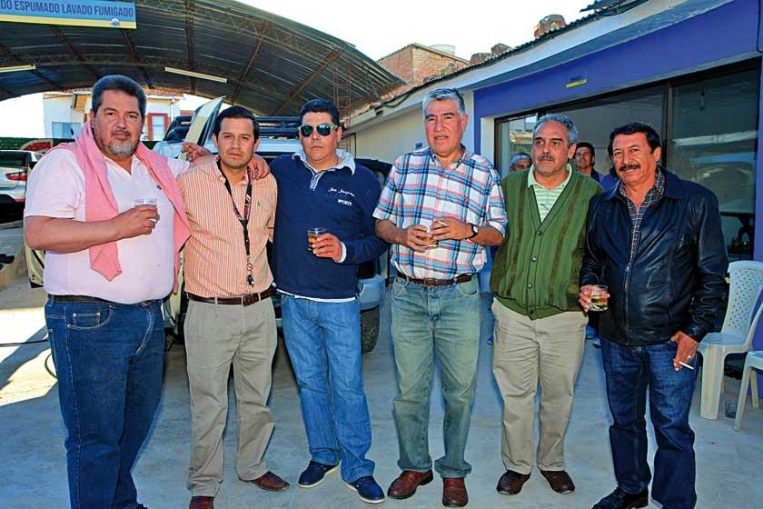 Mariano Méndez Roca, Mauricio Rodríguez, Raúl Rocha, Willy Hurtado, Hugo Barrientos  y Fernando Marquiegui.