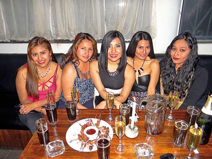 Jinneth Pérez, Roxana Reynaga, Damariz Erazo, Viviana Lozano y Dayana Lozano.