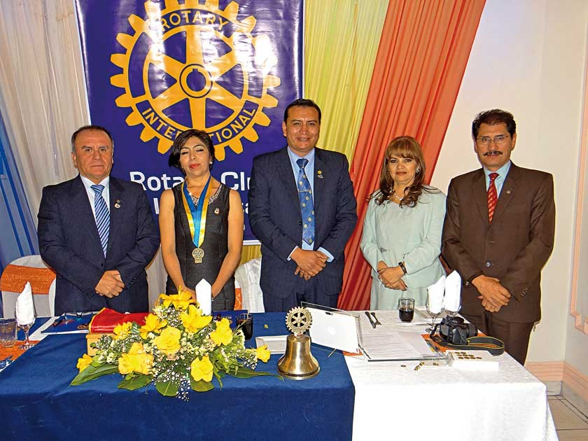 Miguel Díaz, Rina Bustillos, Álvaro Gardeazabal, María E. López  y Hernán Vidaurre.
