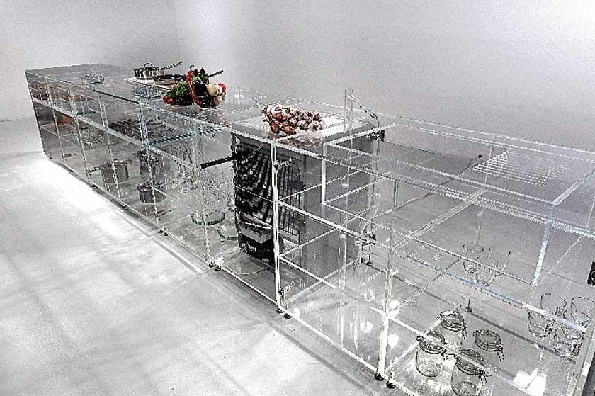Cocina modular totalmente transparente, que permite una experiencia culinaria inédita, ya que hace visibles...