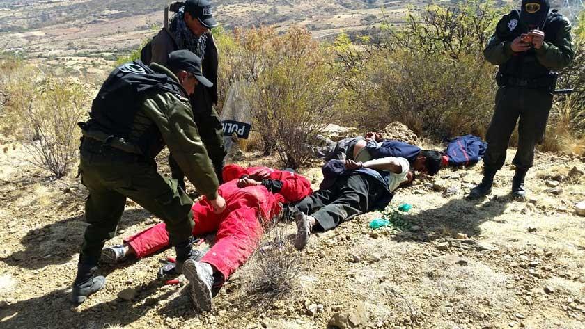 POLICÍA. Detiene a tres manifestantes con matasuegras en la cima del cerro en la zona de Lonqhon.