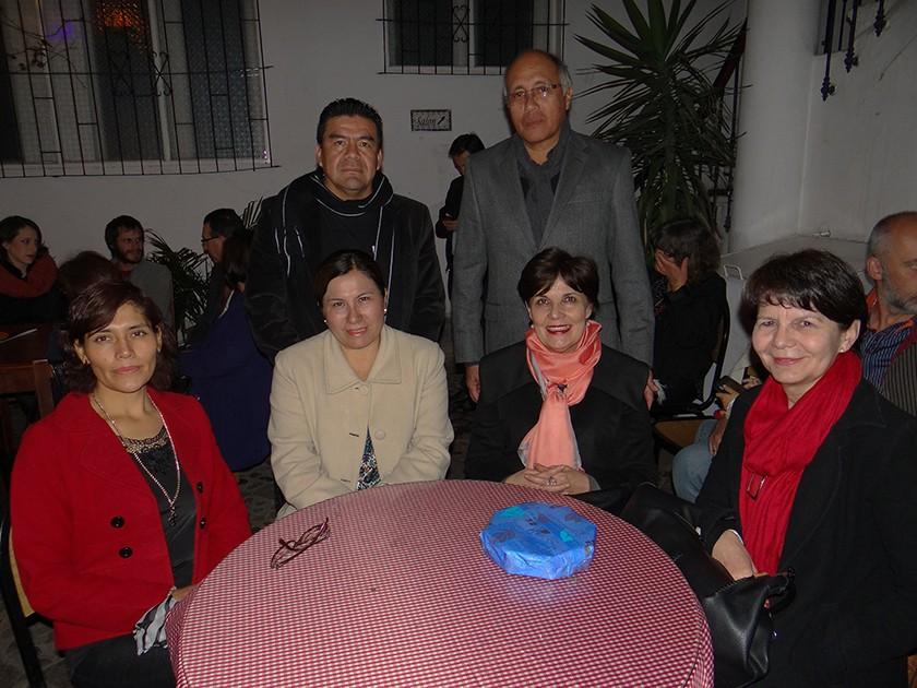 Arriba: Guillermo Torrez, Gustavo Torres. Abajo: Carmen Avendaño de Torres, Beatriz Vallejas de Mariane, Rosario de T.
