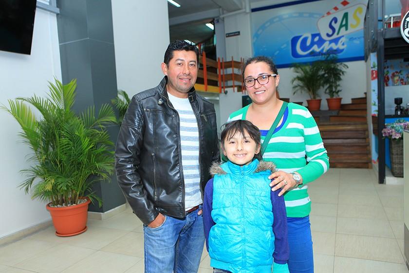 Juan José Villarroel, Julieta Villarroel y Gabriela Decormis.