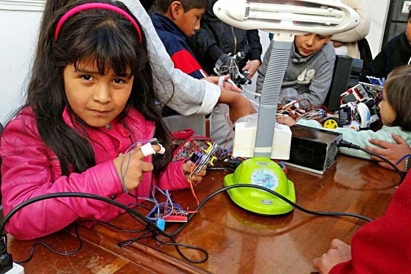 Niños se interesan en robótica