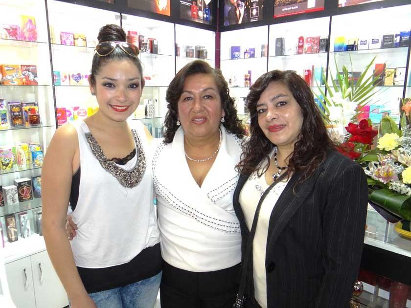 Mayra Ustarez, Blanca Quevedo e Ivana de Ustarez.