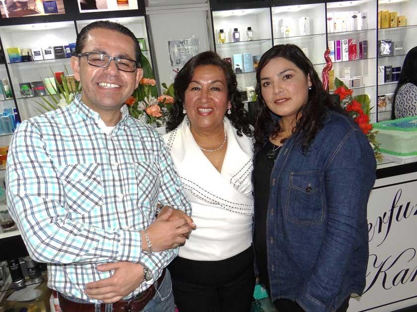 Clientes más antiguos, Alex Dorado y Ximena Mardoñez con Blanca Quevedo.