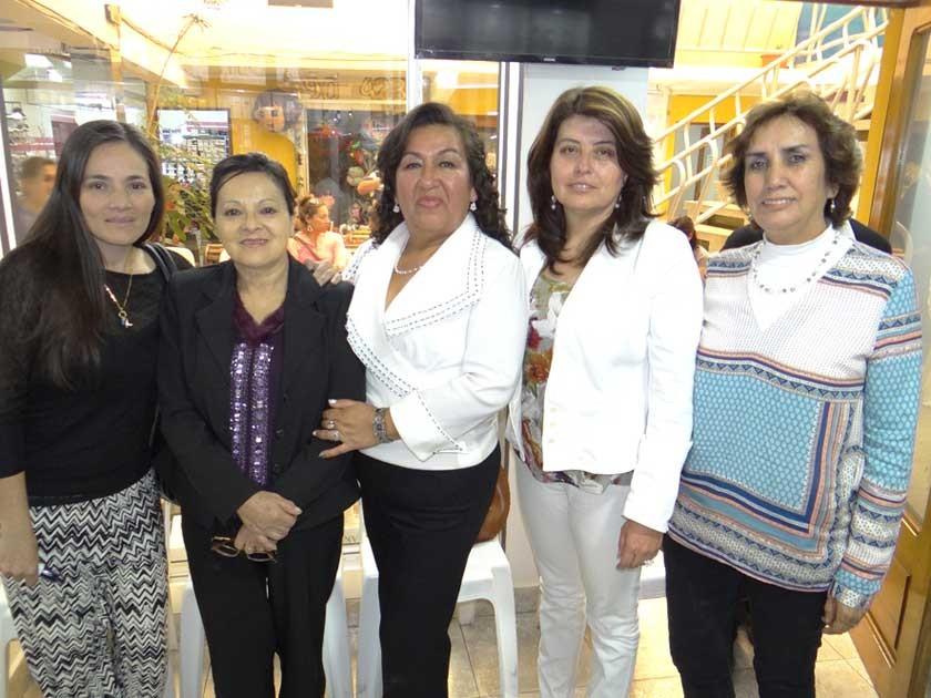Mariela Delgadillo, Ruth de Delgadillo, Blanca Quevedo, Cristina López y Silvia Abastoflor.