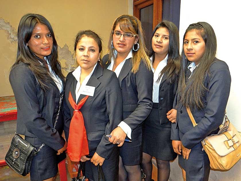 Olga Medrano, Risela Castellón, Roxana Arancibia, Marina Mamani y Soledad Ibarra.