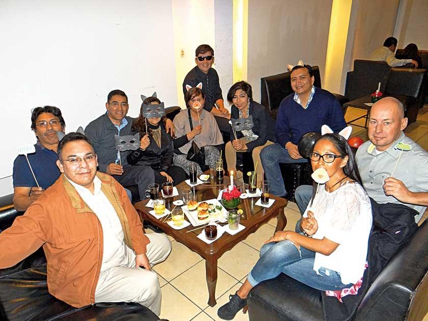 Marco Prado junto a Rotary Club La Plata y representantes de Atlos.