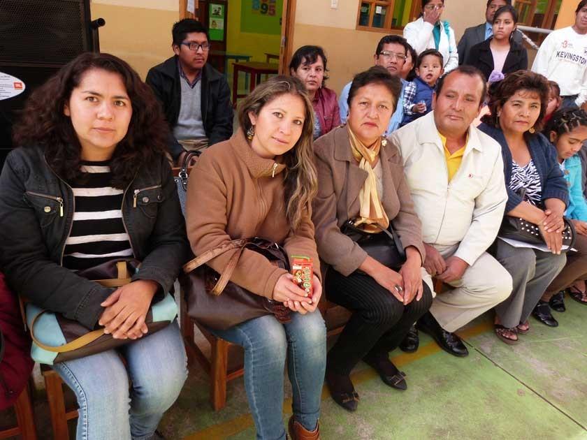 Los padres de familia Paula Garrón, Doris Zambrano, Candy Sandoval, Sabino Tolaba y Amanda Salazar de Enríquez.