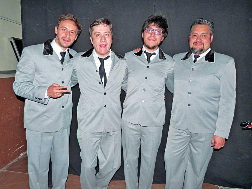 """Los integrantes de la banda """"Liverpool"""", el director Mauricio Cassis, René Mendoza, Juan Pablo Mollinedo y Arturo Prado."""