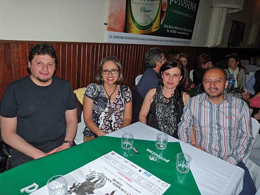 """""""Goyo"""" Valda, Cinthia de Valda Fabiola Jadue de Herrera y Clive Herrera."""