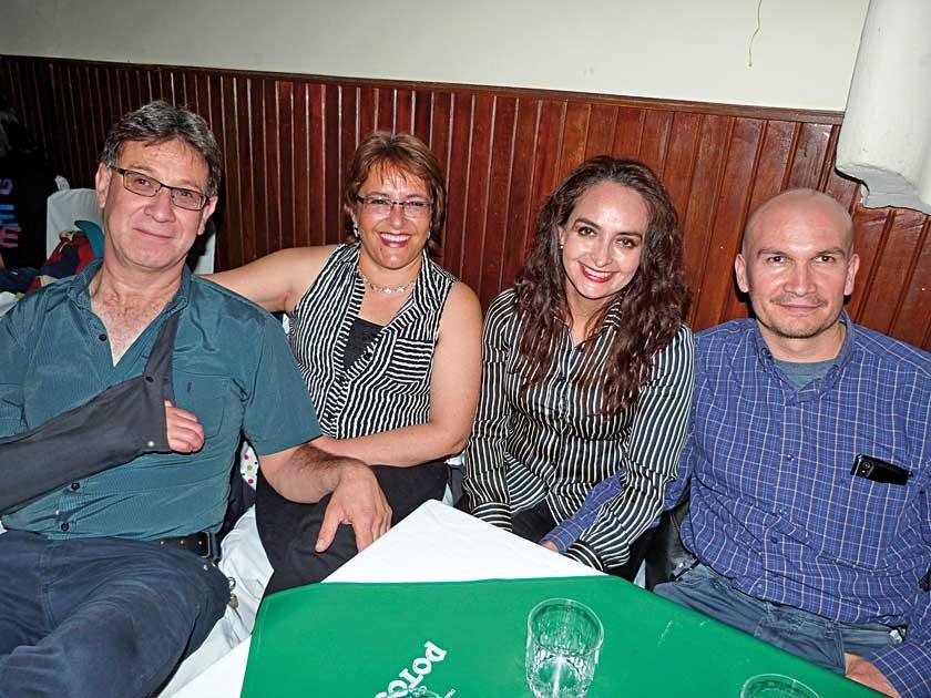 Silvestre Vidaurre, Amaly de Vidaurre, Patricia de Querejazu y Sergio Querejazu.