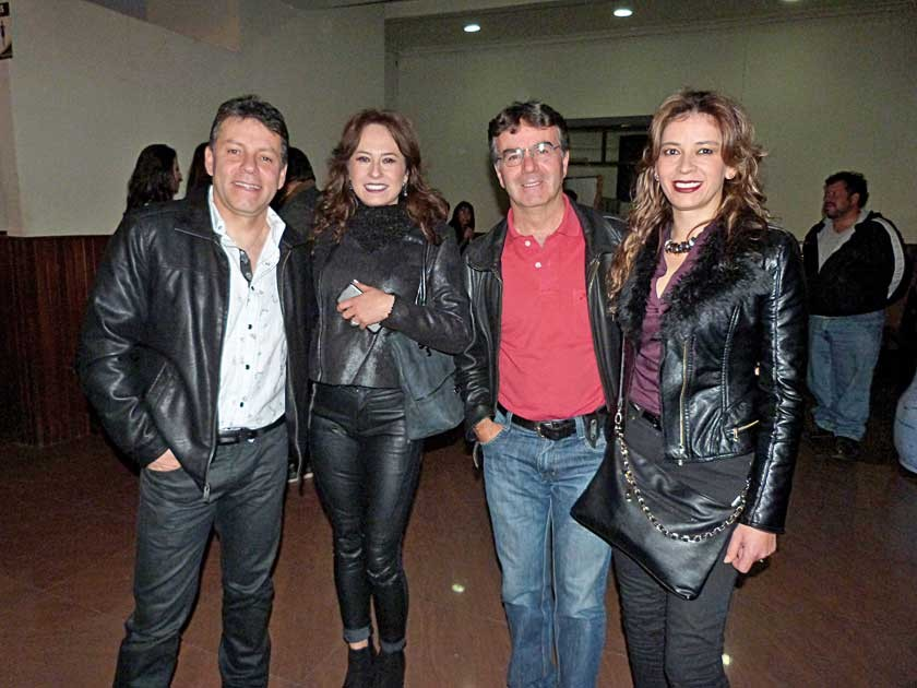 Gastón y Claudia Solares, Tomás y Beatriz Urioste.