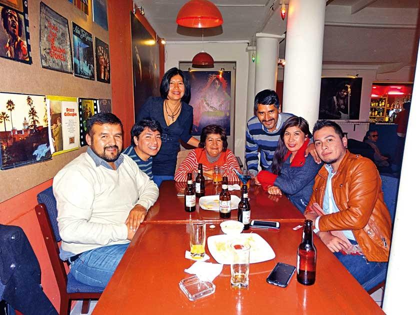 Noé Martínez, Arturo Vedia, Saida Salinas, Katia Vedia, Mijail Salinas, Zaida Vedia y Ferdinand Cárdenal.