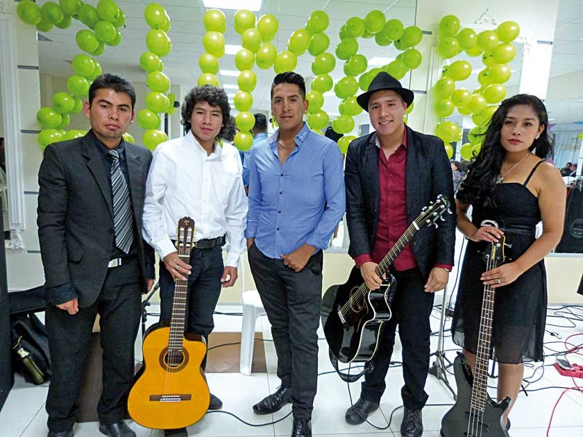 Con los músicos. Royer Illanes, Mauricio Gorena, Marco Díaz, Sebastían Gutiérrez, y Laura Arando.