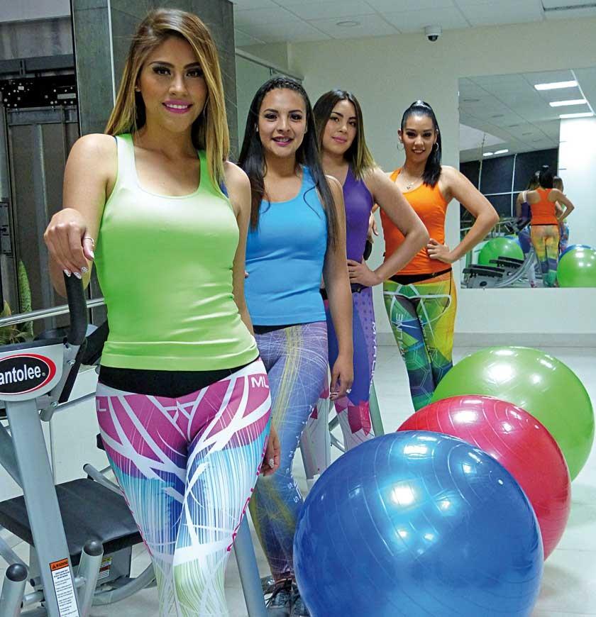 En la sección para gimnasia y abdominales posan Casandra Barahona, Ruby Montoya, María René Alegría y Nicol Griffiths.