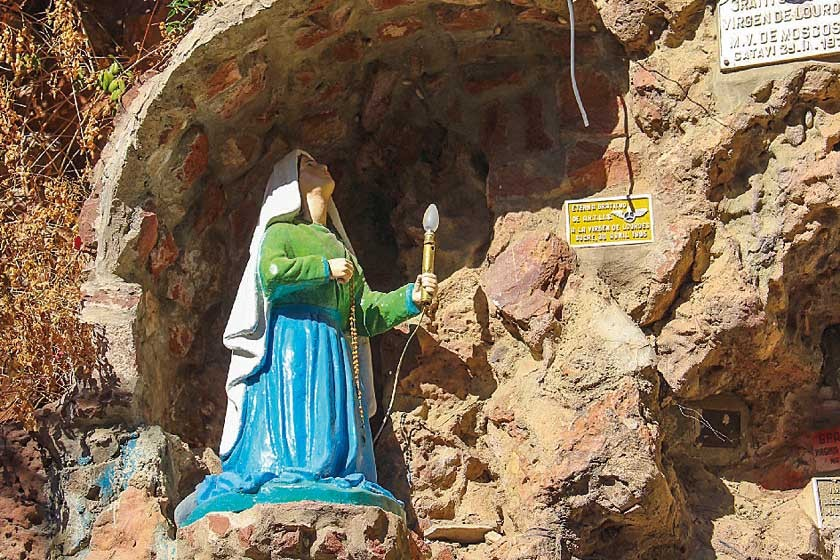 Santa Bernardita, en la gruta de Sucre. A ella se le apareció la Virgen María en la gruta del paraje de Massabielle