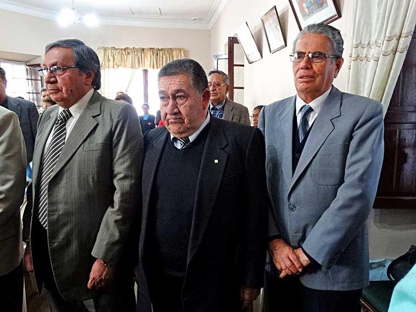 El tribunal de honor compuesto por Gualberto Arciénega, Gerson Andrade y Freddy Chávez Caballero.