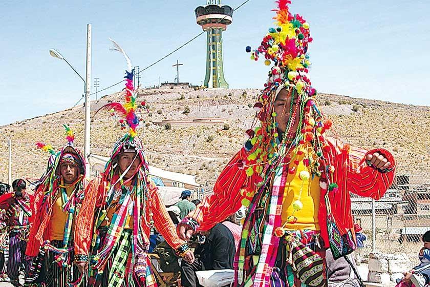 COLOR. El baile es parte importante de la fiesta de Ch'utillos que muestra el folclore de la Villa Imperial.
