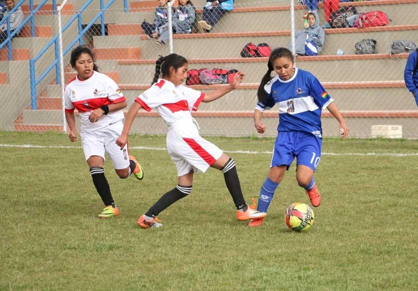 Los deportes de conjunto comenzaron ayer, en varios escenarios.