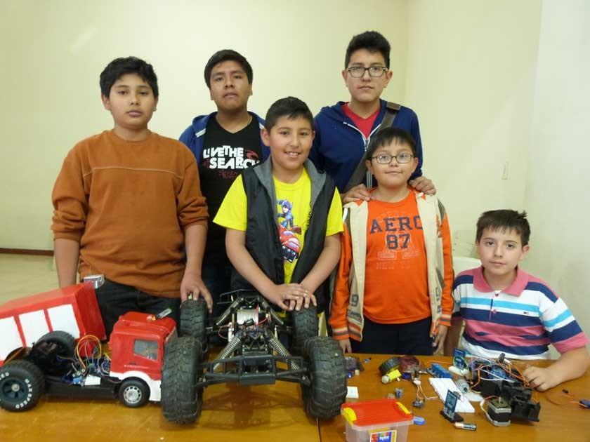 Los chicos de Robótica, Carlos Eduardo Chiri, Francisco Siñani, Gustavo Morales, Daniel León, José Hugo Díaz y Gustavo M