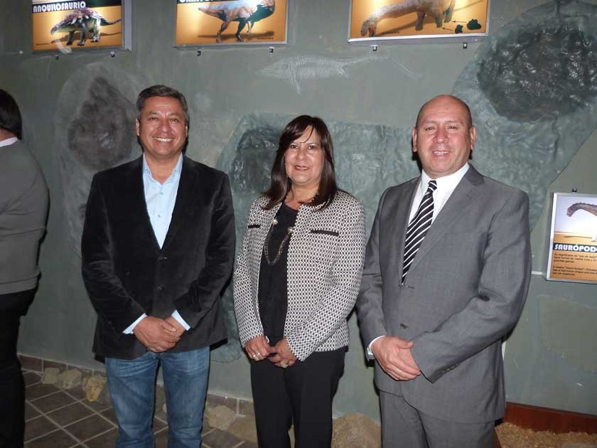 Gonzalo Ibáñez, director de Comunicación de Fancesa; al centro la Directora del Parque, Elizabeth Baldivieso y el...