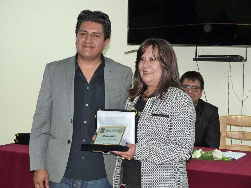 Pedro Salazar, Secretario de Culturas y Turismo de la Alcaldía , con la Directora del parque.