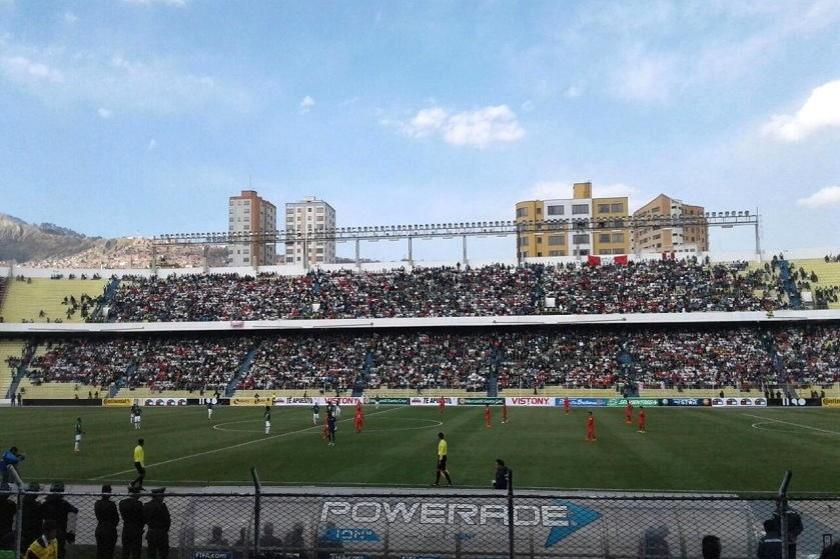 El cotejo se juega en el estadio Hernando Siles. Foto: Alejandra Íñiguez
