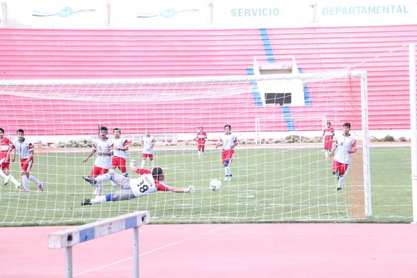 Latinoamericano goleó a Mariscal Sucre en fútbol masculino.