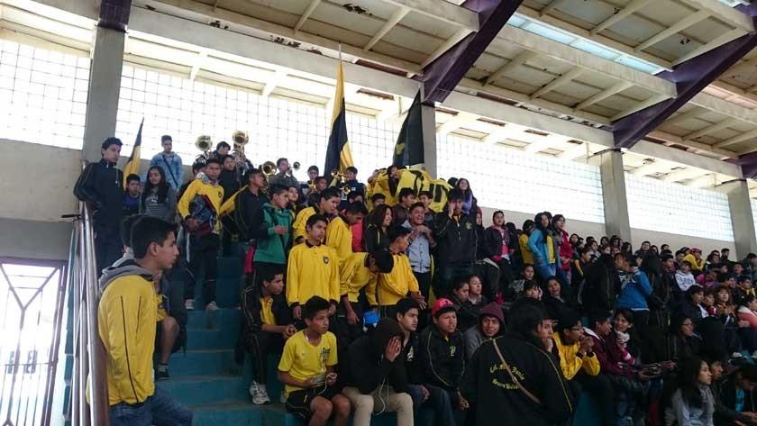 El colegio Junín tuvo respaldo desde las tribunas.