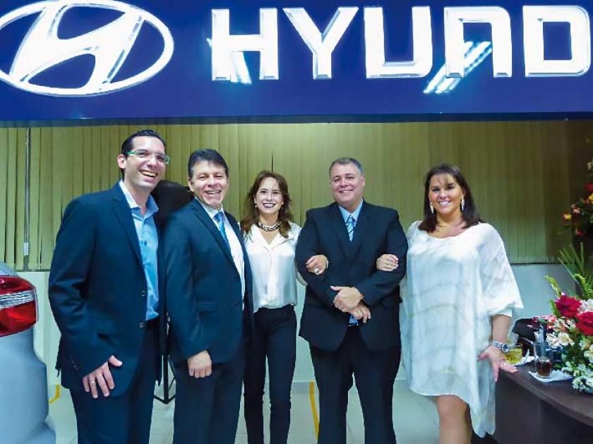 Lino Enrique Montaño (Gerente de Hyundai), Gastón Solares y Claudia Ballerstaedt de Solares, Germán Moreno...