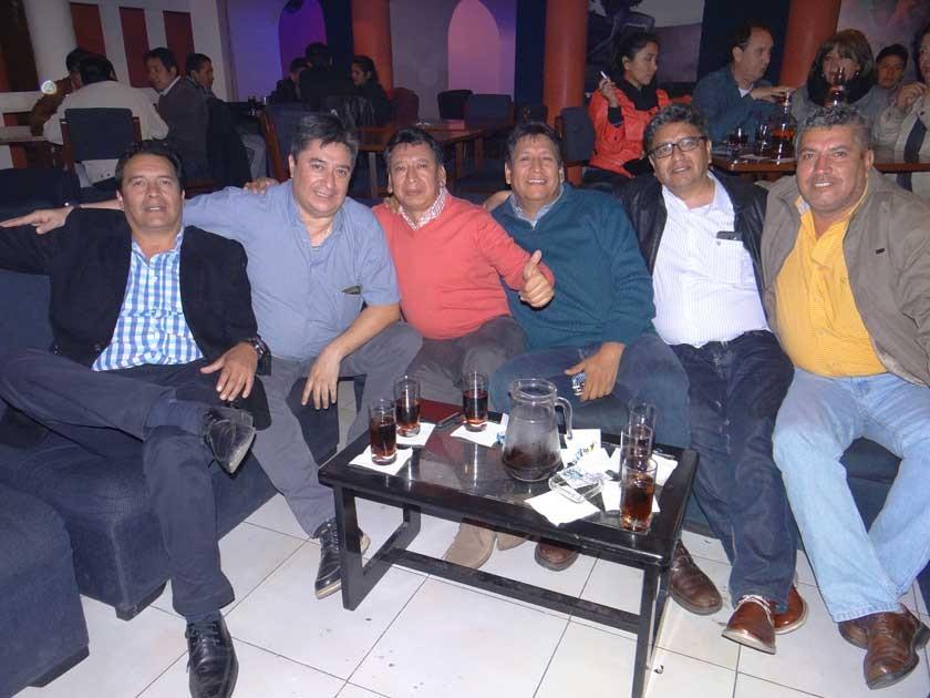 """Reunión de """"Los de siempre"""": Edgar, Eduardo, Ramiro, Fernando, Juan Carlos y Néstor."""