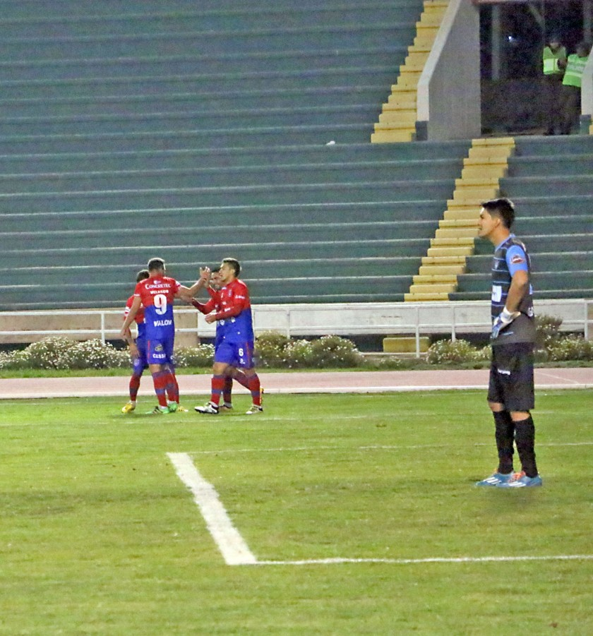 El festejo de los jugadores estudiantiles tras convertir el segundo gol sobre Sport Boys.