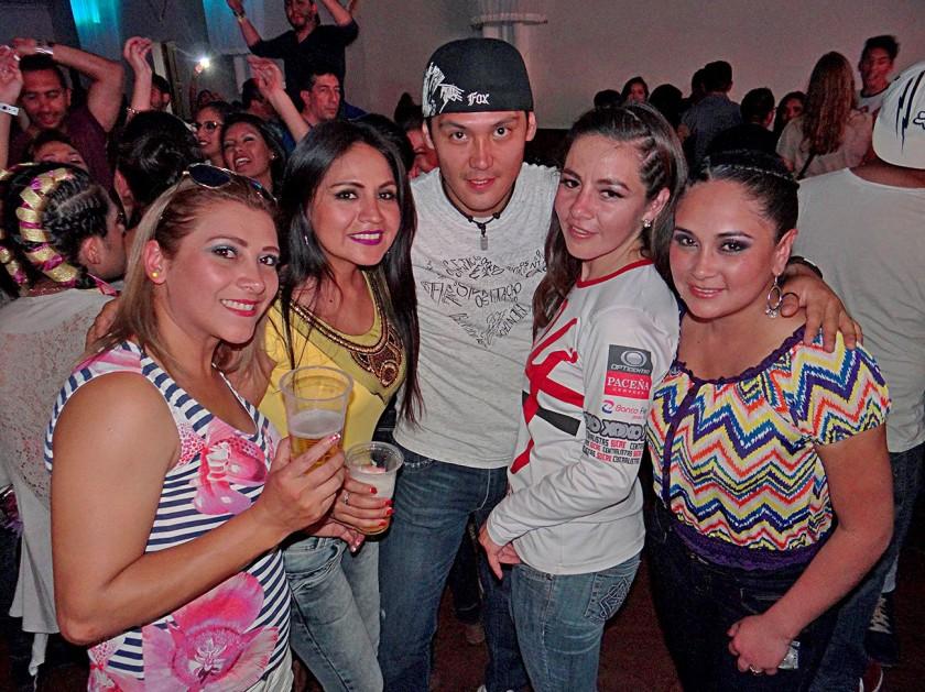 Pamela Rengel, Gabriela Flores, Alejandro Pari, Gaby Tamayo y Sara Gonzales.