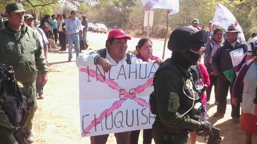 Los policías impidieron el ingreso de la delegación chuquisaqueña. Foto: Álvaro Valdez