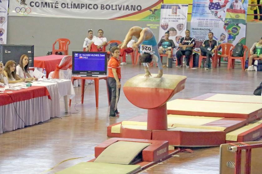 Una de las gimnastas durante su participación en el aparato de salto ayer, en la penúltima jornada del Campeonato Paname